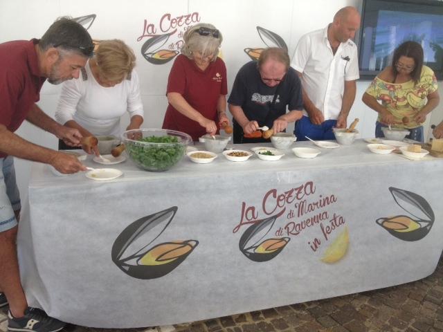 preparazione del pesto spezzino