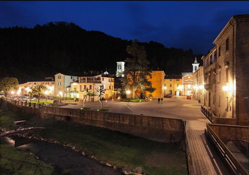 Piazza Vespignani notte