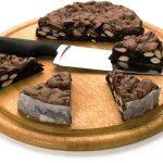 mandorlato-al-cioccolato-su-tagliere