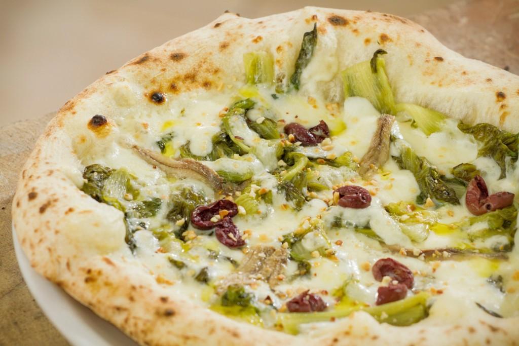 Domanda del giorno: quale è il vino migliore per la pizza? 5 abbinamenti irri...