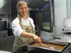Slow food, la cuoca dell'alleanza Tiziana Tacchi