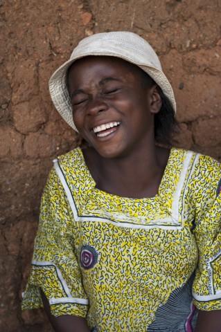 Ragazza Sierra Leone comunità cola