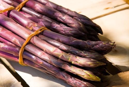 La bella stagione degli asparagi, buoni e convenienti!