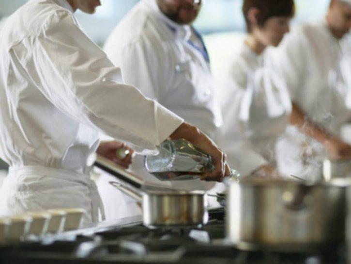 cuochi-in-cucina-780x585
