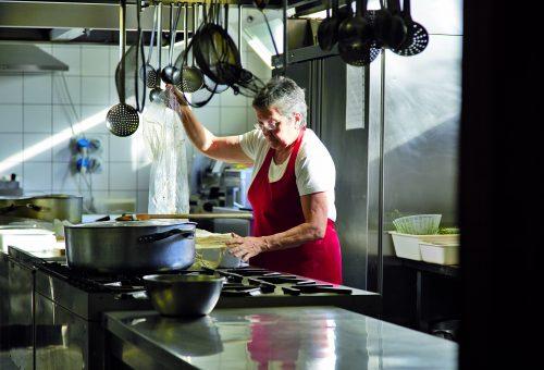 Patrizia, la seconda vita di una cuoca-contadina