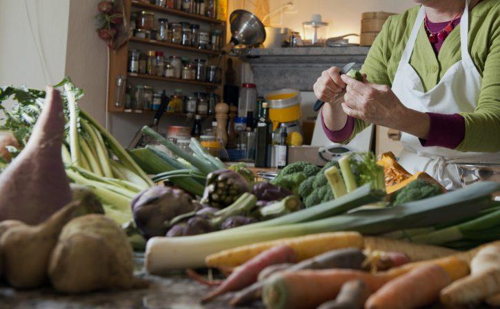 Meret Bissegger nella sua cucina, Casa Merogusto. ©Hans-Peter Siffert/weinweltfoto.ch