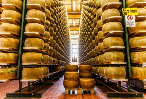 Parmigiano Reggiano: un formaggio naturale simbolo dell'Italia gastronomica