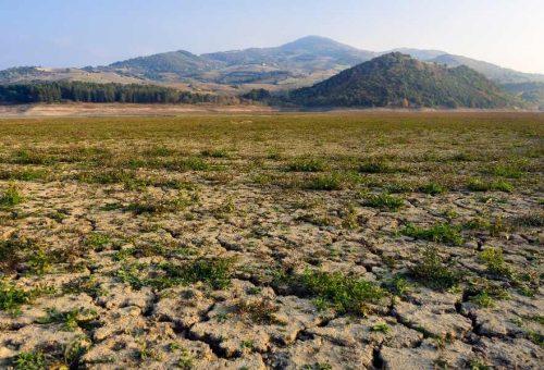 La siccità è una questione complessa. Lotta alla crisi climatica e allo spreco: azioni immediate.